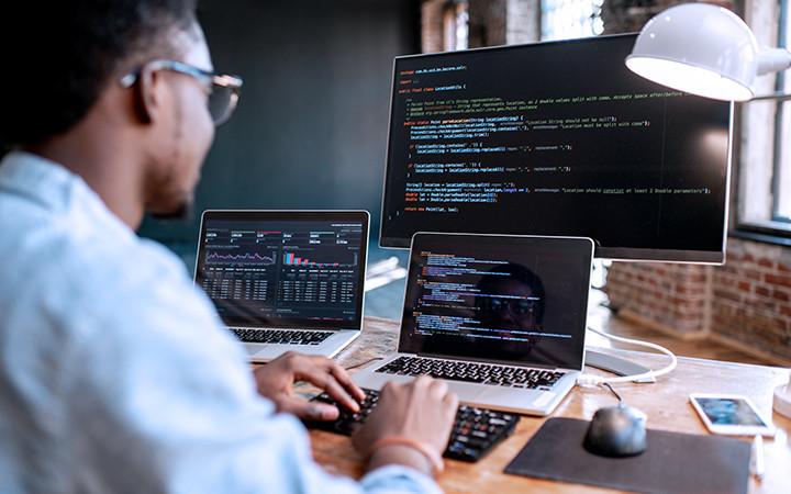 インフラエンジニアがAWSでサーバー構築するシーン:構築編サムネイル