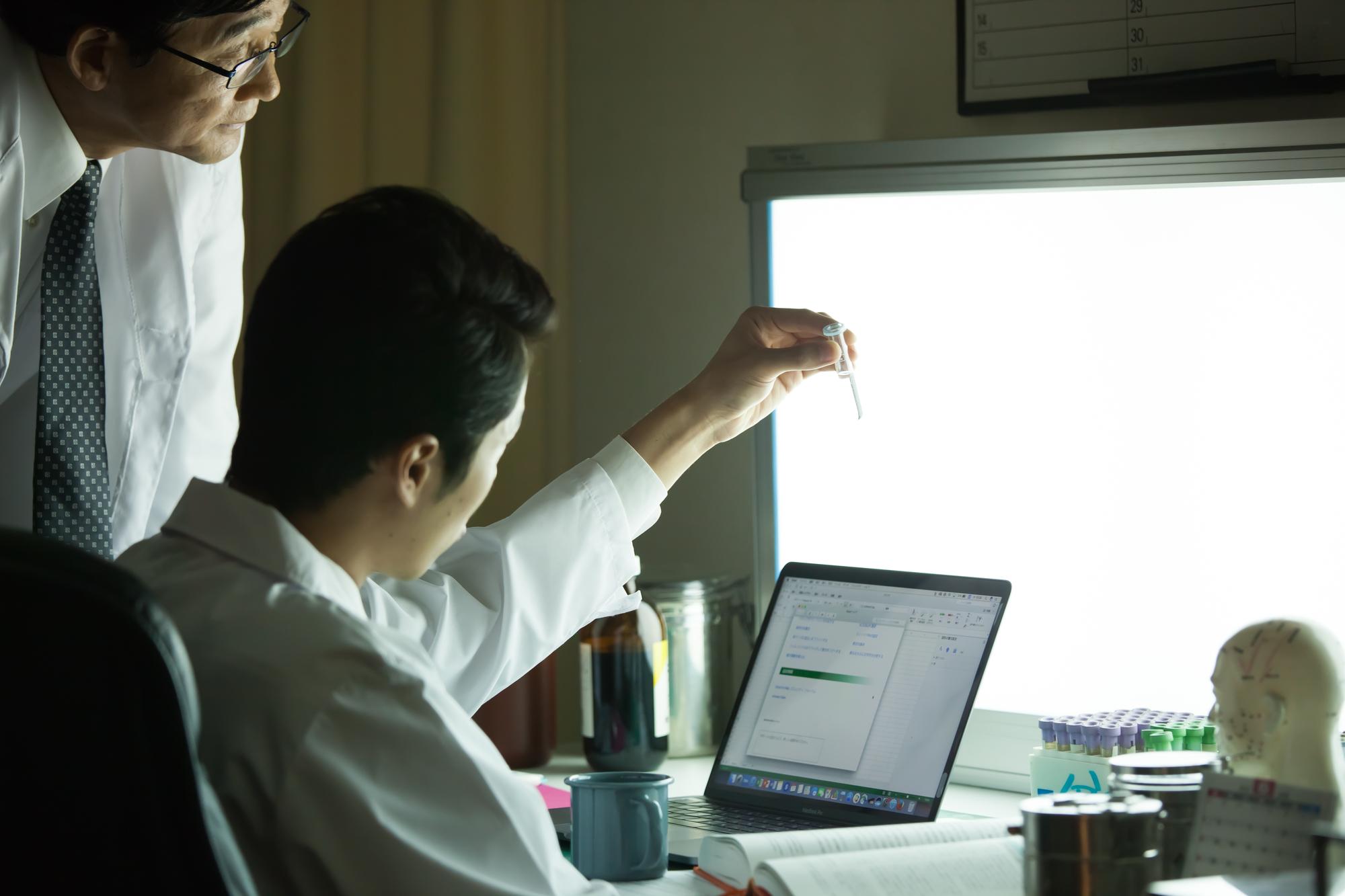 残業代計算の方法を詳しく解説 残業代計算・割増賃金における注意点4つのアイキャッチイメージ