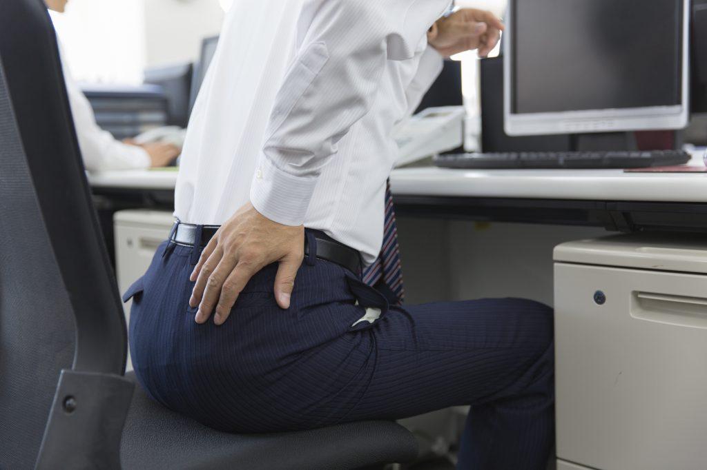 ネットワークエンジニアにありがちな「腰痛」の防止方法と注意点についてのイメージ