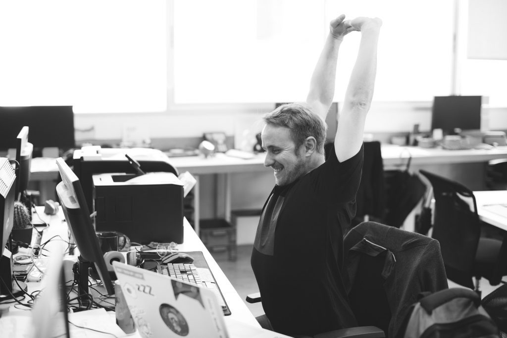 ネットワークエンジニアに捧ぐ!オフィスでできるストレッチ集のイメージ