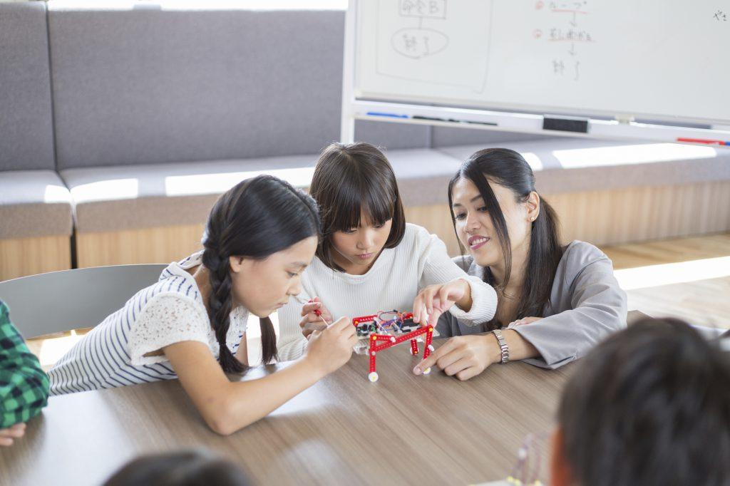 【プログラミング教育が拡大】プログラミング授業の必修化で子供たちはどうなる?のイメージ