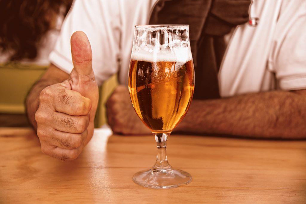 【つい飲みすぎてしまうエンジニアへ】飲酒と健康について考えましょうのイメージ