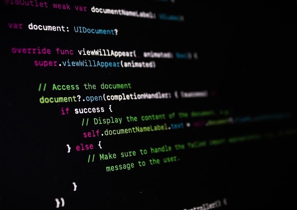 Kotlinとはどんな言語?特徴10選|メリット・デメリットも解説のアイキャッチイメージ