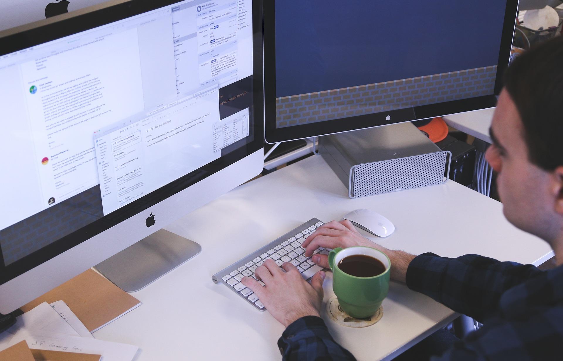ネットワークエンジニアとプログラマーの違い。求人内容を徹底比較イメージ画像